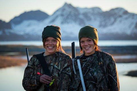 TVILLINGSJELER: Kristine Thybo Hansen og Johanne Thybo Hansen er blitt landskjent gjennom flere avisreportasjer og fra tv-program på NRK. Begge lever og ånder for jakt og fiske.