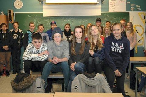 5 rette-deltakere fra klasse 9A ved kirkelund skole med en solid heigjeng i ryggen. Fra venstre: Ludvig Anthony Engebretsen, Sebastian Kaland, Annveig Foss, Andrine Berli og Marthe Dahl.