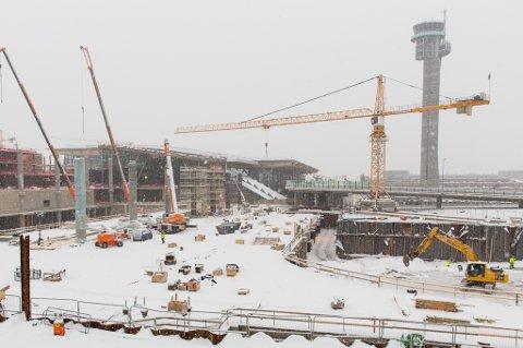 """SNART HALVVEIS: Utbyggingen til 12,5 milliarder er snart halvveis. I 2017 åpner dørene for """"nye"""" Oslo Lufthavn.                                              FOTO: OSL/Espen Solli"""