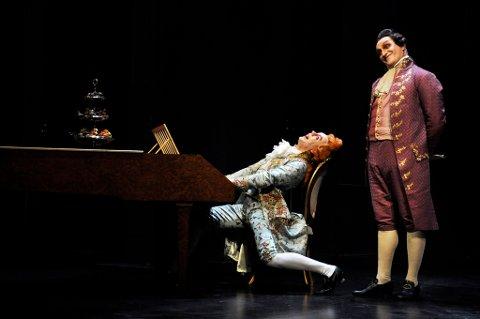 MIDDELMÅDIG: Mozart (Espen Mauno) og Salieri (Svein Harry S. Hauge) klarte ikke å imponere Nordlys anmelder.