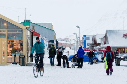 Hovedgaten i Longyearbyen på Svalbard.