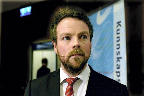 Kunnskapsminister Torbjørn Røe Isaksen (H) mener det er dårlig ressursbruk å teste småbarnas språkferdigheter.
