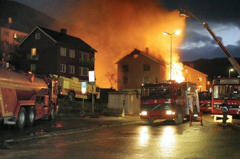 DRAGKAMP: Det er kamp om hvor den framtidige utdanningen av brannfolk skal være. Trondheim satser på at et nytt norsk-svensk samarbeid skal gjøre miljøet sterkt nok til å dra den sørover fra Tjeldsund.(Illustrasjonsfoto)