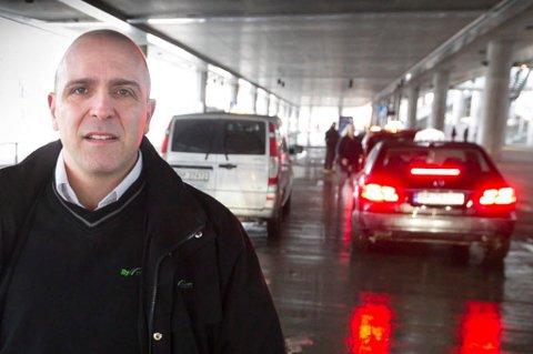 FORBANNET: Jarle Kanaris, daglig leder i Bytaxi AS,  mener det nye fastprisregimet er i strid med konkurranselovgivningen. FOTO: KAY STENSHJEMMET
