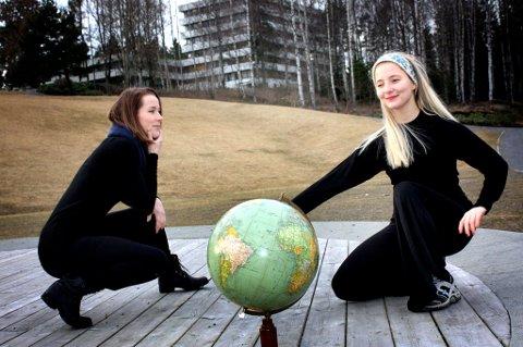 DANSEFEST: Tuva Selmer Olsen og Katarina Skår Henriksen er klare til å arrangere dansefestival i Rådhusparken.