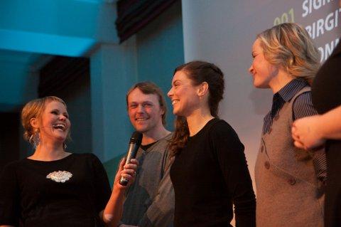 Linda Øverli intervjuer vinner Sigrid Ekran.
