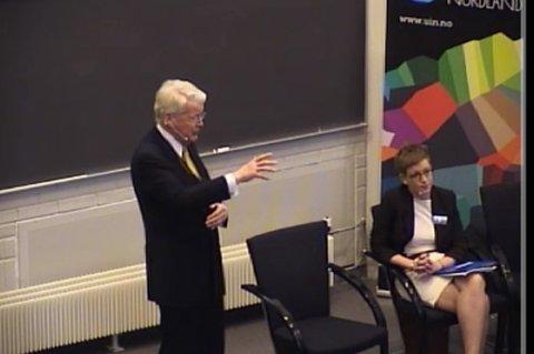 Islands president Olafur Ragnar Grimsson, mente statssekretær Ingvild Næss Stub (til høyre) sin kritikk av Russland, ikke hører hjemme på en konferanse om dialog i Arktis.