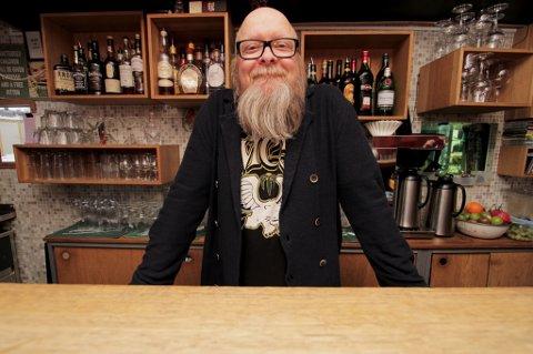 MANGE HISTORIER: Med 15 år i bransjen har medeier av Perez Kaffebar og Bastard Bar, Tom Arne Hermansen, sett det meste. Inkludert en positiv gravididetstest som var etterlatt på det nedlagte og sagnomsuste utestedet Kaos.