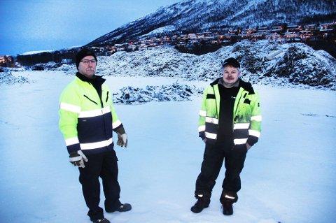 Odd Arne Pedersen og Tom Amundsen fra Remiks jobbet med å rydde fyllinga.