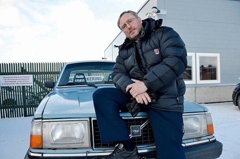Bjørnar Stormo fra Voll har hatt en trofast venn i sin gamle Volvo gjennom 25 år. Mandag morgen var det slutt