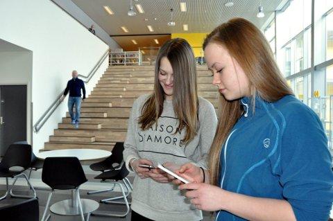 Helene Gjerløw og Marianne Holst er høyteknologiske tiendeklassinger.