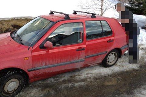 GOLF: Dette er bilen tromsøkvinnen hadde på kontroll. Nordlys har sladdet bort personene på bildet av hensyn til de involverte.