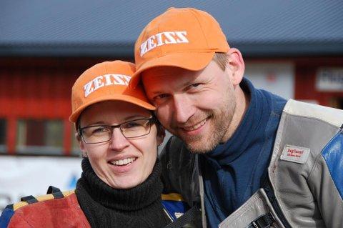 Ekteparet Helene og Magne Holmbro fra Høland JSK vant hver sin medalje under NM i jaktfelt på Tynset. Et mer treffsikkert ektepar skal en lete lenge etter!