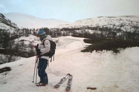 KOM SEG SELV NED: Syv finske skikjørere måtte grave seg ned da de møtte på dårlig vær på tur i Lyngen. Da været klarnet, kom de seg selv ned til bygda.