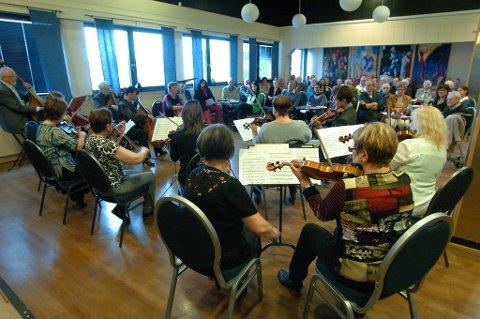 Narvik byorkester hadde lagt vårkonserten sin til Studiosalen, et lokale som passet ypperlig til fremmøtet.
