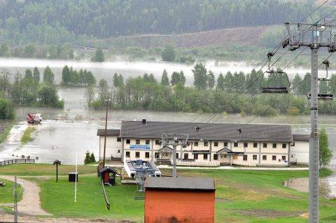 MÅLOMRÅDET: Hele målområdet i Kvitfjell er oversvømt.