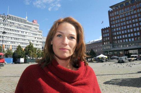 Handel og Kontor-leder Trine Lise Sundnes varsler strid rundt polets åpningstider.