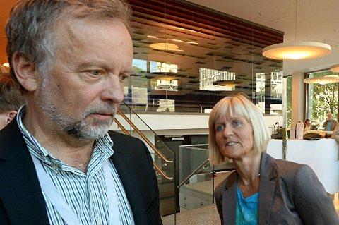 Forhandlingsleder i kommunesektorens organisasjon KS, Per Kristian Sundnes og Unios forhandlingsleder Ragnhild Lied.