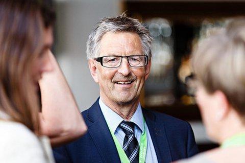 VANT PRIS: Sverre Narvesen, administrerende direktør i Sintef Raufoss Manufacturing, og Vestre Toten kommune vant prisen for Årets innovasjonsmiljø på Innovasjon Norges Signalkonferanse tirsdag.