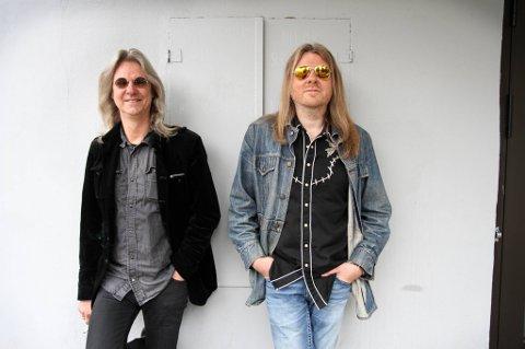 """Hellbilliesbrødrene Aslag (t.v.) og Lars Håvard Haugen snakker om bandets nye tilværelse som """"indieband"""" - etter at de nå er fri fra kontrakten med storselskapet."""
