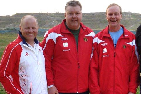 IDYLL: i 2010 var det bare idyll da Tore Brovold (fra venstre), Harald Jensen og Ole Henrik Gusland tok medalje i en lagkonkurranse, med Per B. Moen (t.h.) som landslagstrener. Nå er Moen skjøvet ut i kulden, mens det er full strid mellom Brovold og de to øvrige, som har tatt over landslagsledelsen.ARKIVFOTO