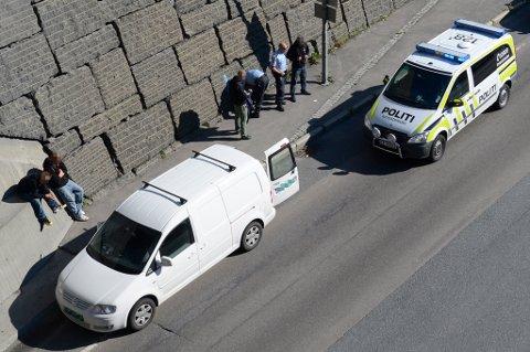 TO I BAGASJEN: Det var fire personer i bilen mc-ekvipasjen eskorterte. Det imidlertid kun to seter - to av passasjerne lå derfor i bagasjerommet. Bilen ble stoppet på Lillestrøm-sida av Rælingstunnelen. FOTO: VIDAR SANDNES