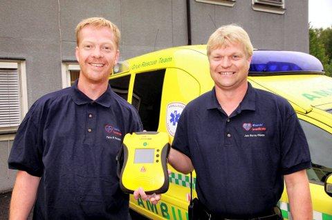 KLARE: Hans Martin Hanssen (til venstre) og Jan-Børre Østerhaug Olsen er klare til å rulle ut Glomdal Førstehjelp SA i hele distriktet.