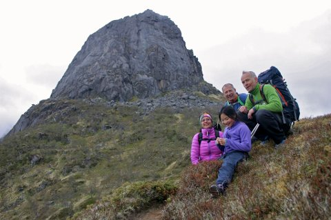 Heidi Monsen, Thomas Sefranek Ivar Sandland (t.h.) og Kajsa Charlotte Bei Jystad (foran). Bak kamera står pappa Per Torbjørn Jystad.