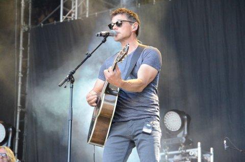 Morten Harket på scenen i Skråvika