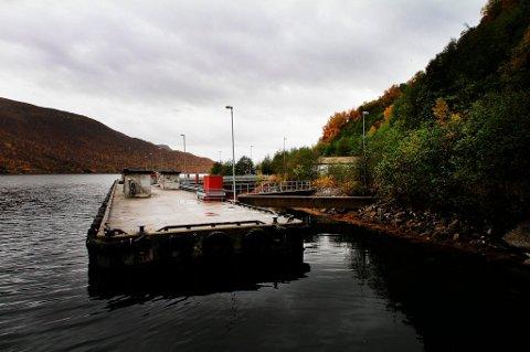 MARINEBASE: Olavsvern utenfor Tromsø ble solgt for 38,1 millioner kroner fra Forsvarsbygg til Triko AS  i februar 2013. Nå er tankanlegget inne i fjellet solgt videre til Uno-X.