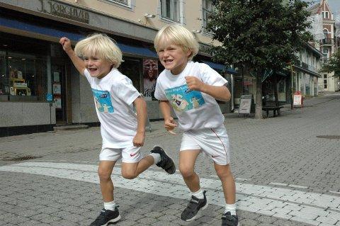 Tvillingene Jesper og Mikkel Hvalsmarken Nordskog på Barnas Ringeriksmaraton.