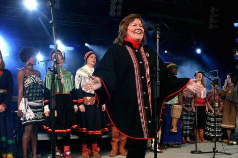 Inga Juuso, her under en opptreden på Riddu-festivalen i 2010.