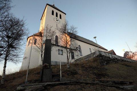 Lyssettes: Svolvær kirke skal lyssettes i høst. Foto: Arkiv.