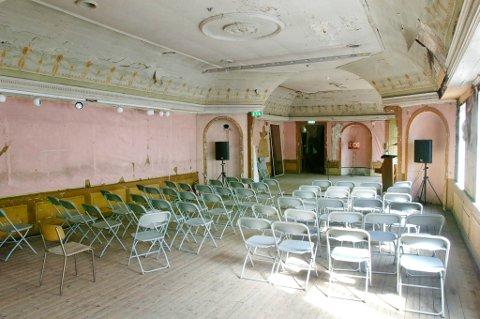 «Rosenlundsalen» er Norges eldste bevarte teatersal.  Tapeten er fra 1920-tallet, men salen er ellers uforandret. Arkivbilde.