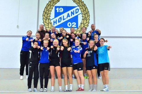 ? Møt opp til cupkampen, oppfordrer Høland ILs damelag.