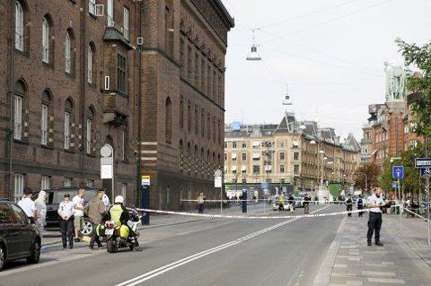 Politiet sperret av flere gater i området på baksiden av Københavns Rådhus.