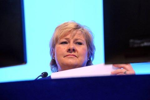 Statsminister Erna Solberg har avslått invitasjonen til VM i sjakk i Sotsji i november.