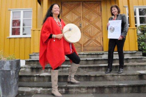 Tittin Foss-Haneborg (t.v.) og Bjørg Kristin Langnes ønsker velkommen til alternativmesse i Blaker.