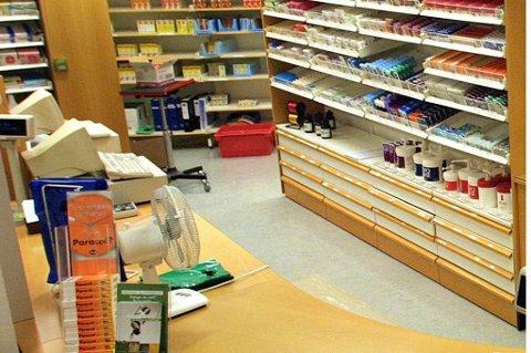 Det var her ved sykehusapoteket ved Universitetssykehuset i Nord-Norge sprøyter ble merket feil slik at to pasienter i tenårene fikk overdose kreftmedisin.