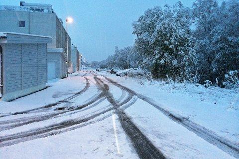 SNØ: Dette hvite synet møtte flere i Troms og Finnmark mandag morgen.