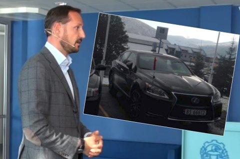 FEILPARKERT: Politiet tar fullt ansvar etter at Kronprins Haakons Lexus ble feilparkert ved Breivika videregående skole på mandag.
