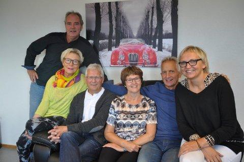 Lars Bakke, Wenche Bolle, Kjell Amundsen, Rita Tangstad, Svein F. Hansen og Gretha Klevstad utgjør Vestvågøy ungdom- og rusgruppe og håper foreldrene møter opp på foreldremøtet.