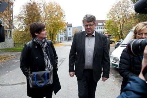 Rune Øygard på vei inn til rettssaken på Lillehammer. Her er han sammen med sin forsvare Mmette Yvonne Larsen.