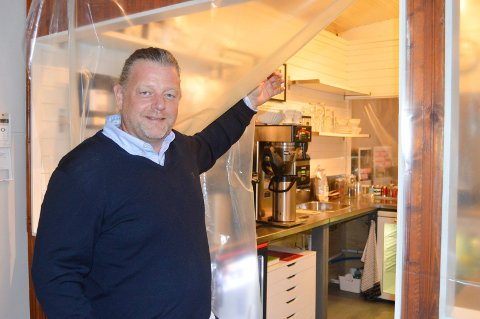 MØTEPLASS: Kaffebaren er under ny oppussing og Lars Ketil Froholt håper dette blir en møteplass for alle haldensere.