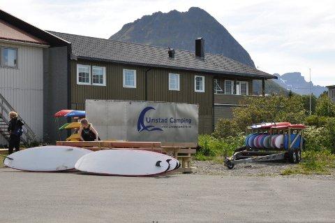 Surfebrett er et vanlig syn i Lofoten. Opplevelsestilbud er en voksende del av reiselivet.