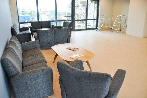 I fellesrommet på hver etasje, er det sittegrupper, kjøkkenfasiliteter og balkong. Det vil i disse rommene også komme spisebord.