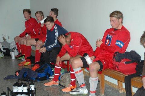 En slått, men ikke utslått Flakstad-gjeng etter 1-2 mot tabelltoer Gravdal i sesongens siste kamp.