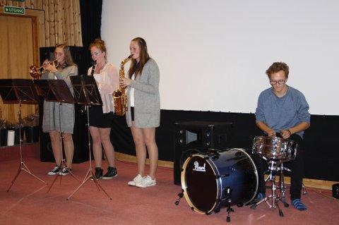 : Åshild Foseide (fra venstre), Malin Sæther, Amanda Stivold og Øyvind Glåmen bidro med fin musikk og sang.