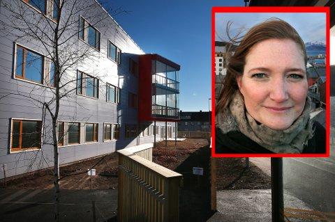 Aps ordførerkandidat Ida Pinnerød er sterkt kritisk til at rusavhengige i Bodø ikke får flytte inn i dette nye bygget til 80 millioner kroner før tidligst i august neste år.