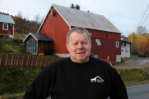 Fornøyd. Øyvind Johansen jobber både natt og dag for at hjembygda hans skal bestå og utvikle seg.? De siste årene har mange ungdommer flyttet til Storjord- og Korsnes-området, konstaterer han fornøyd.